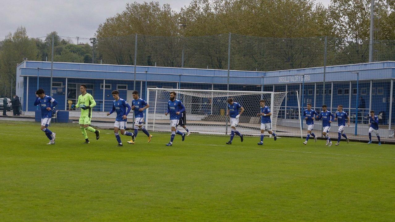 Vetusta Salamanca El Requexon.Los futbolistas del Vetusta, antes del inicio del choque