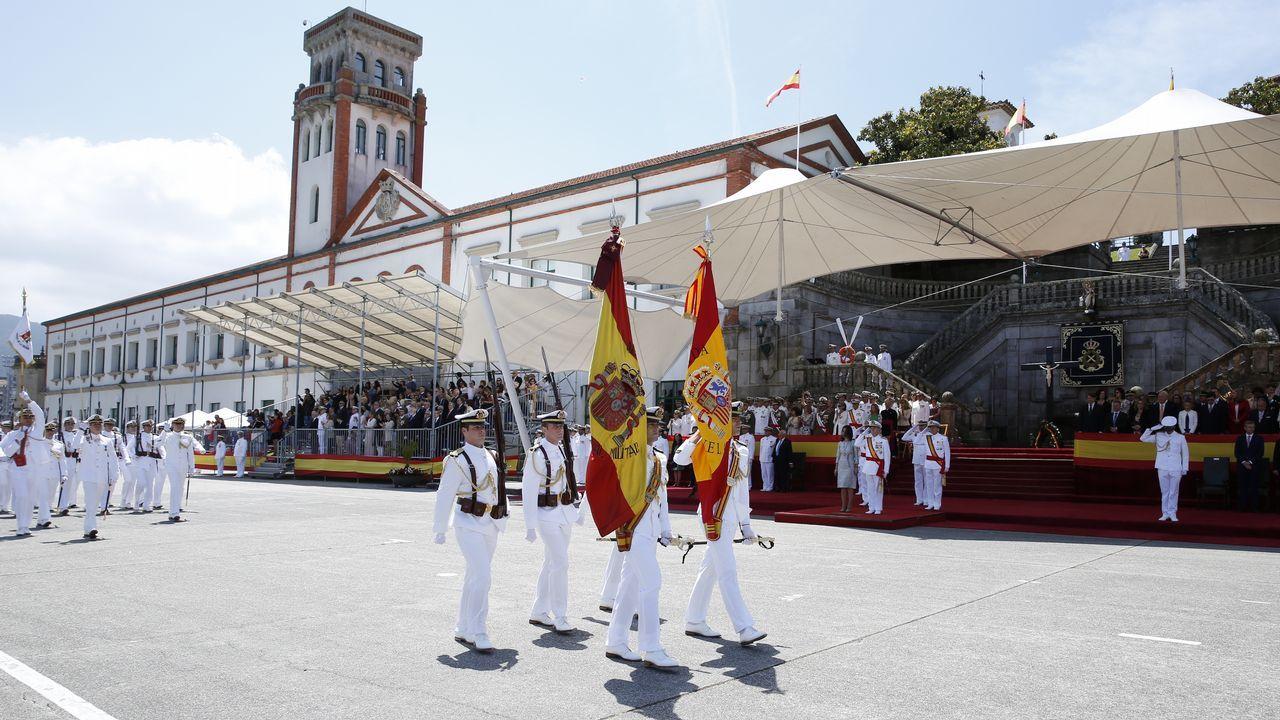 Entrega de la nueva bandera a la Escuela Naval militar de Marín.Foto de archivo de Francisco Jorquera