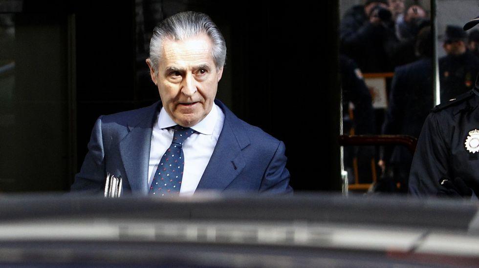 La Audiencia Nacional condena por las black a Blesa a 6 años de cárcel y a Rato a 4 años y medio.Miguel Blesa, a su salida de la cárcel de Soto del Real