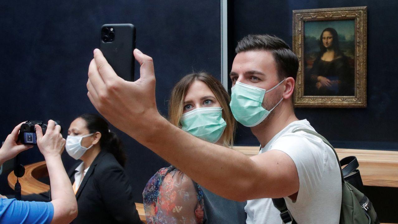 Una pareja, en el Louvre