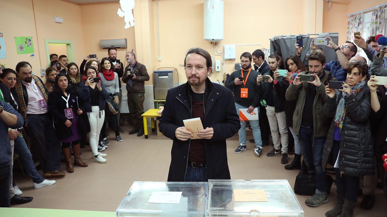 Pablo Iglesias, a punto de depositar su voto