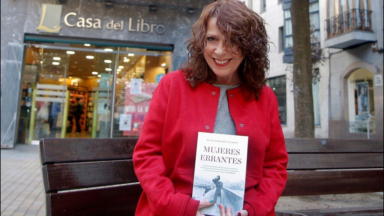 La escritora asturiana Pilar Sánchez Vicente (Gijón, 1961) durante la entrevista concedida a Efe en Gijón con motivo de la publicación de su última novela  Mujeres errantes , una historia de humillación, maltrato y supervivencia con un atisbo de esperanza