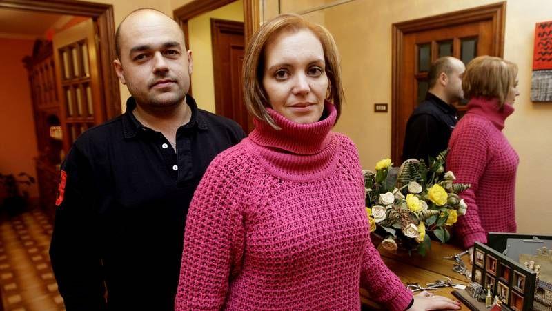Xan Carlos Sar, a la derecha, prometió su cargo de edil ante el alcalde.