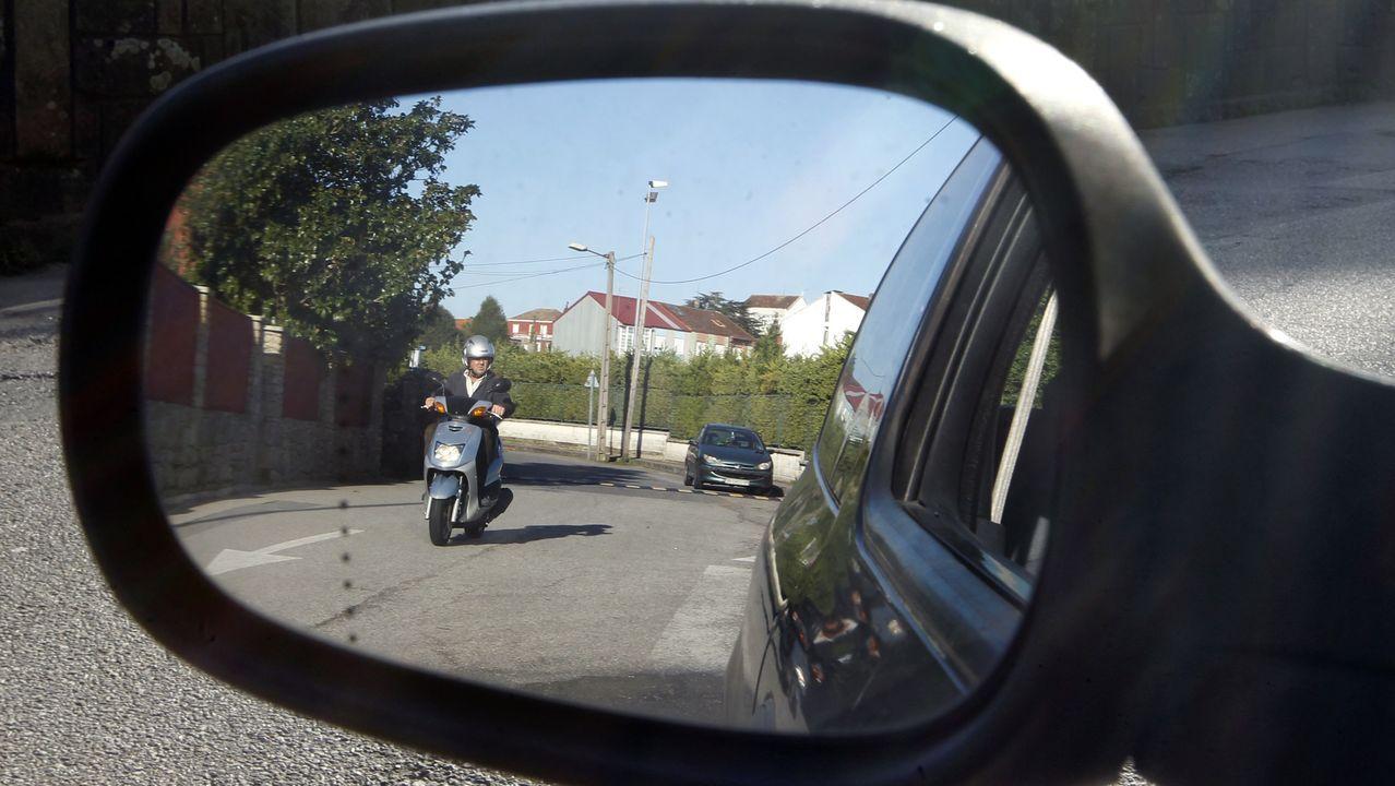 Las vergüenzas medioambientales de Ames.Iván Montero sufrió un accidente en bicicleta hace seis años y se quedó en silla de ruedas.