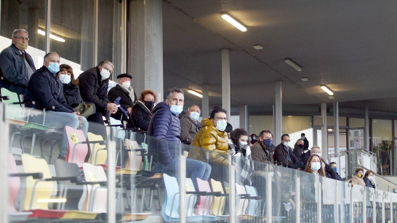 Ziganda da órdenes a sus futbolistas durante un entrenamiento en El Requexón