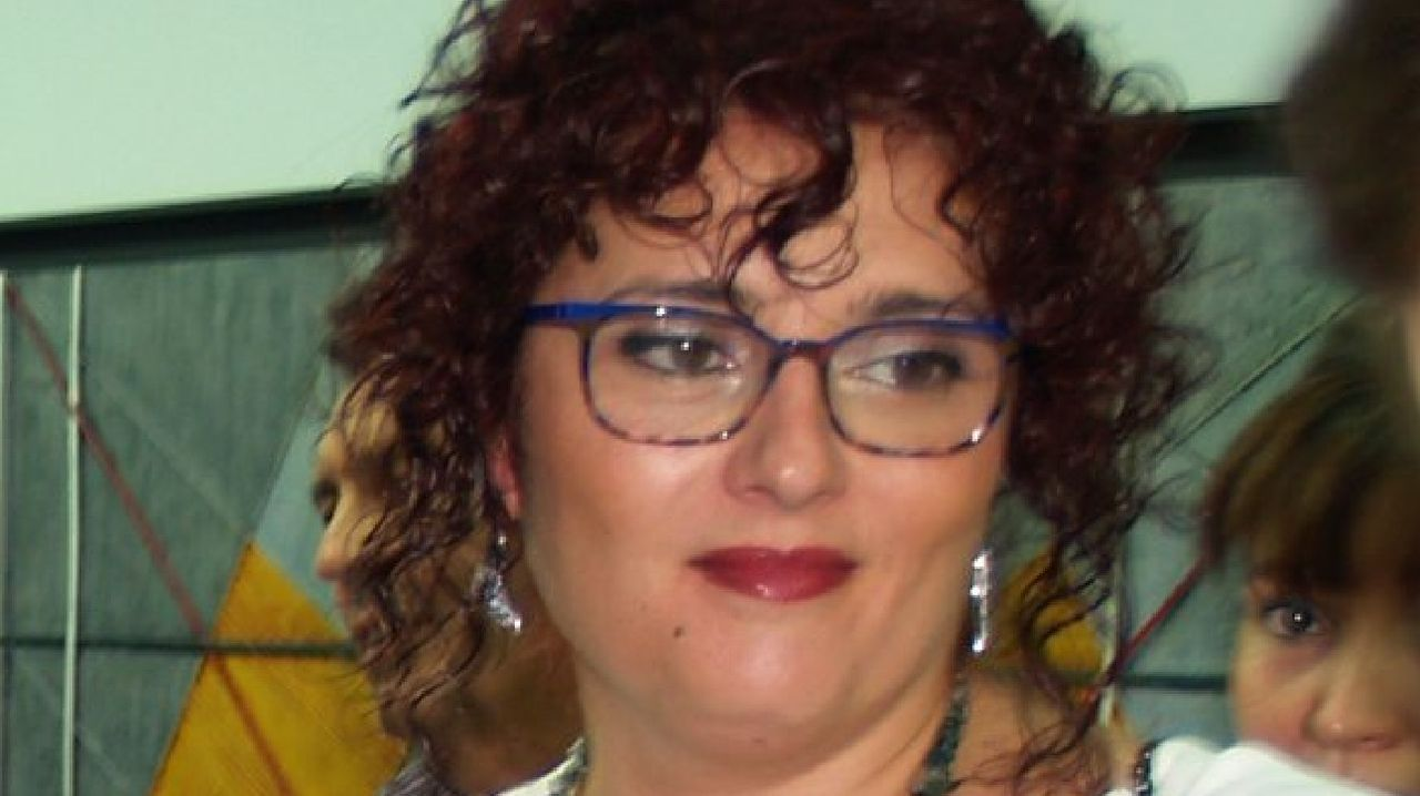 Beatriz Pérez, en una imagen tomada en la presentación de una exposición de sus obras en la galería Sargadelos de Monforte