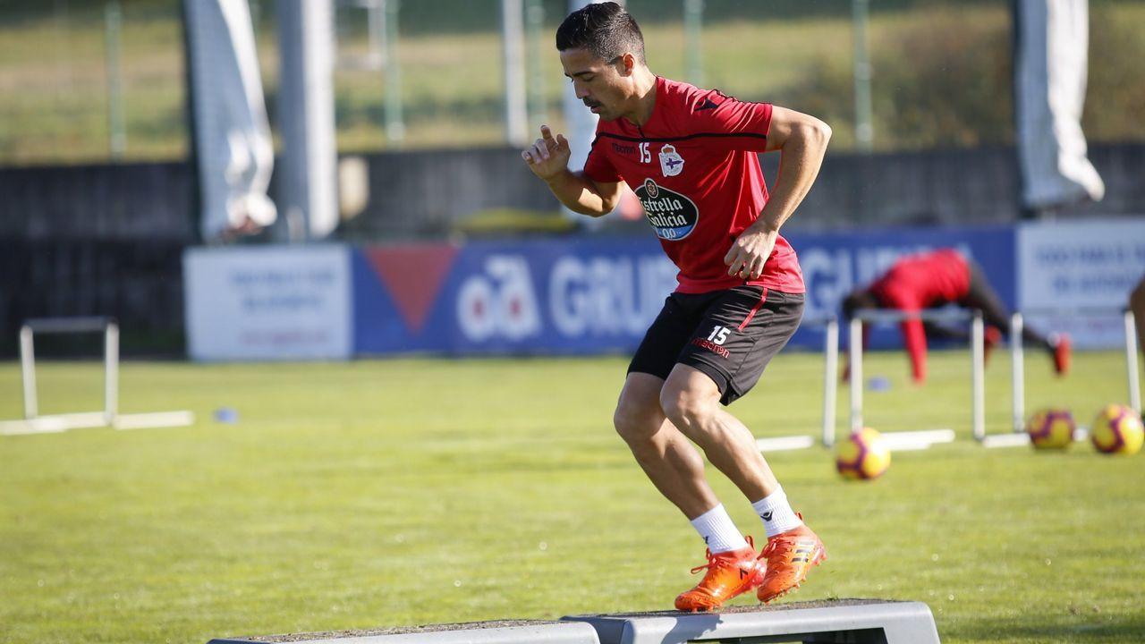 Las mejores imágenes del Deportivo - Almería.Afición del Real Oviedo en El Molinón antes del derbi de la 17/18