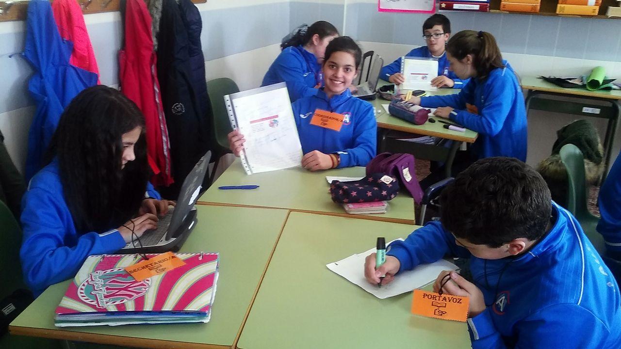 Los escolares del colegio de Mosteiro, en Meis, reciben con gaitas y pulpo a los alumnos de intercambio con Irlanda