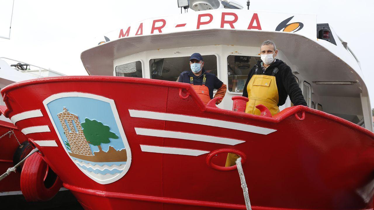 Turismo mariñeiro de batea en Arousa.Imagen del cento de salud de Muros, municipio en el que hay registrados mas casos de covid de la comarca en la actualidad