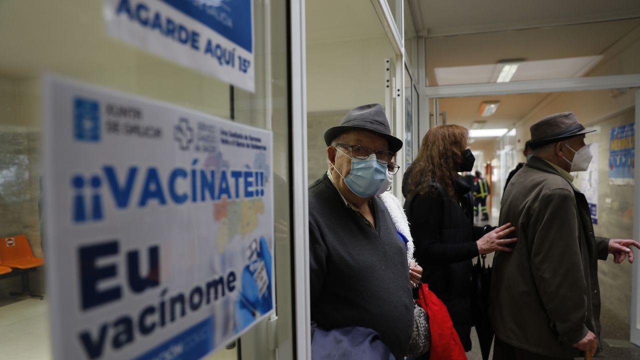 Así está el accesoprincipal a la Casa Taboada, en la ciudad de Ourense.Varios de los pacientes citados para vacunarse en el centro de salud de O Carballiño este jueves