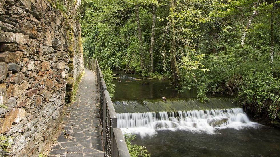 La localidad cuenta con un singular paseo fluvial a orillas del río Antigua
