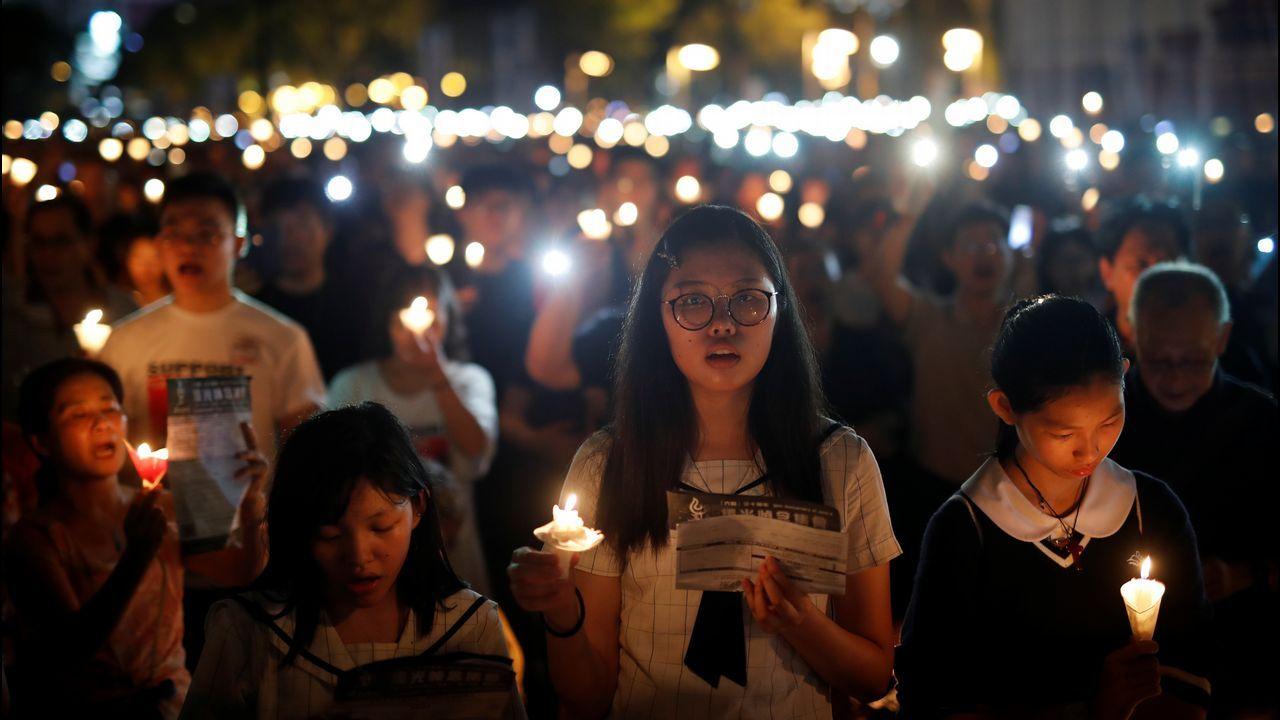 Decenas de miles de personas participaron en un vigilia en Hong Kong  para recordar el 30 aniversario de la matanza de Tiananmen, en un claro desafío a Pekín.