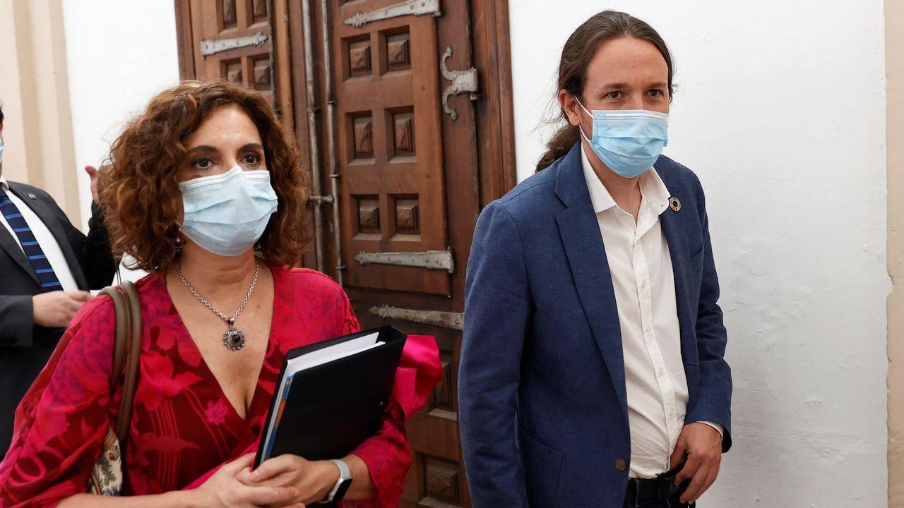 La ministra de Hacienda, María Jesús Montero, y el vicepresidente Pablo Iglesias, ayer en La Rioja. Podemos se opone, por ahora, al plan presentado por el Gobierno a los ayuntamientos
