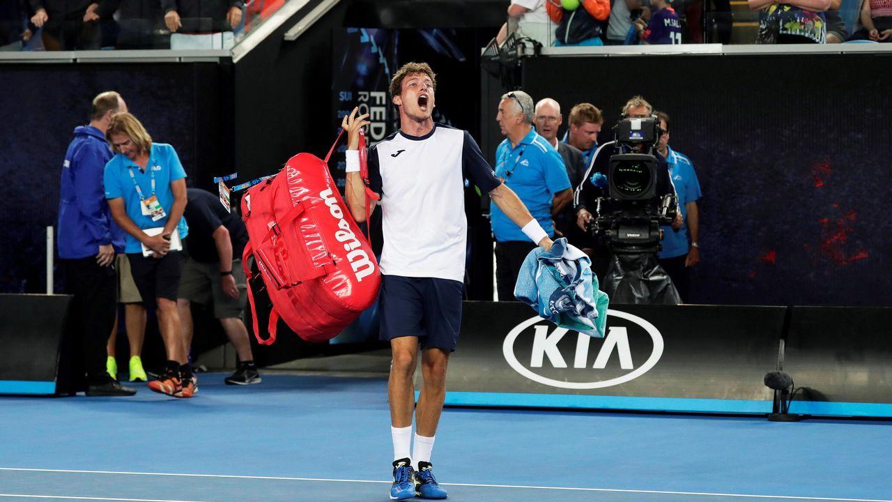 l tenista español Pablo Carreño Busta reacciona tras el partido de octavos de final del Abierto de Australia disputado este lunes ante el japonés Kei Nishikori, en Melbourne, Australia.