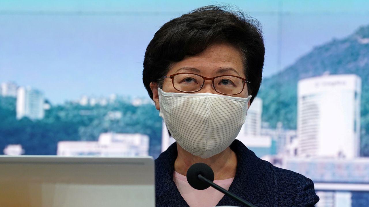 La jefa del Ejecutivo de Hong Kong, Carrie Lam, en la rueda de prensa en la que anunció el aplazamiento de las elecciones