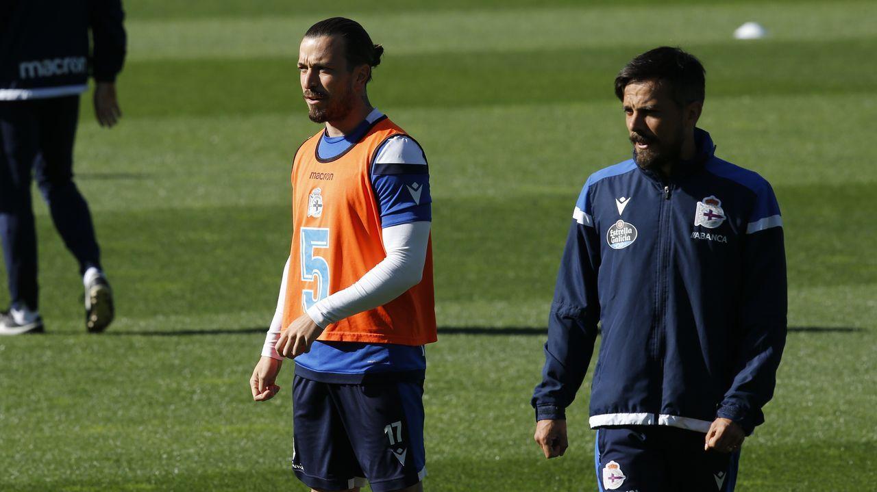De la Barrera, junto al lateral Héctor Hernández en un entrenamiento