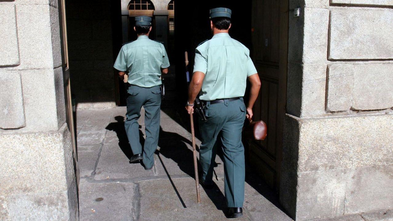 La plaza de la Leña, protagonista en la película.Los agentes de la Guardia Civil están sometidos a horarios poco dados a la conciliación