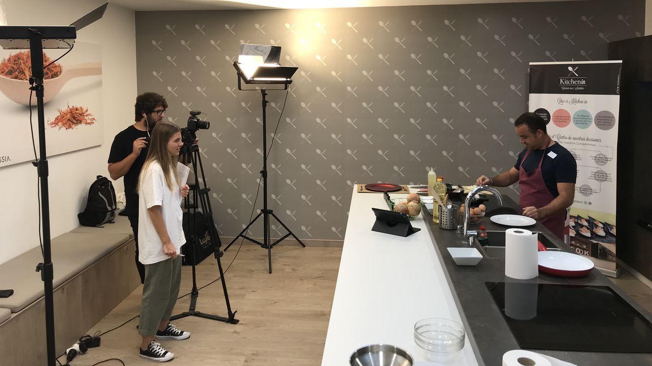 Maleza en las calles de Ourense.El actor Guillem Jiménez, el realizador Xavier Bermúdez, el presidente de la Diputación, José Manuel Baltar, los actores Monti Castiñeiras y Marta Larralde, y el director del OUFF, Miguel Anxo Fernández, en la presentación del proyecto cinematográfico
