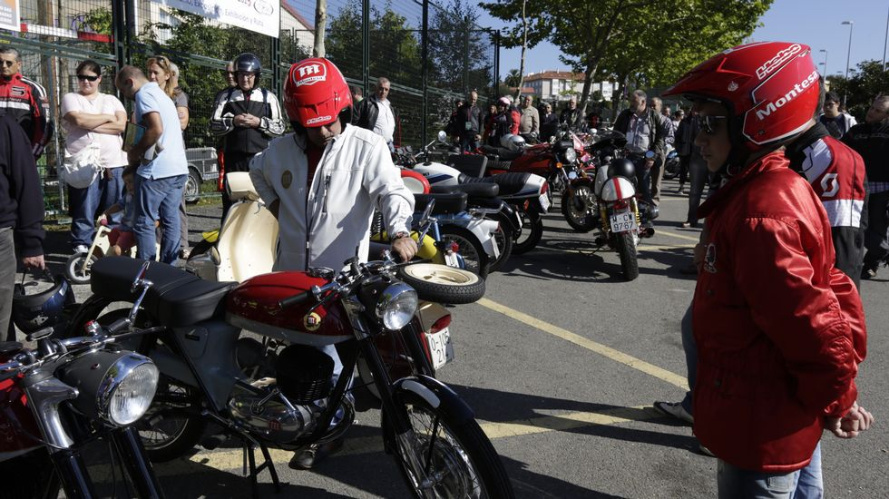 Minuto de silencio en la concentración de motos de Oleiros