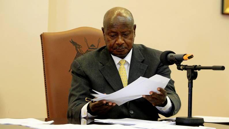 El presidente de Uganda firma la ley