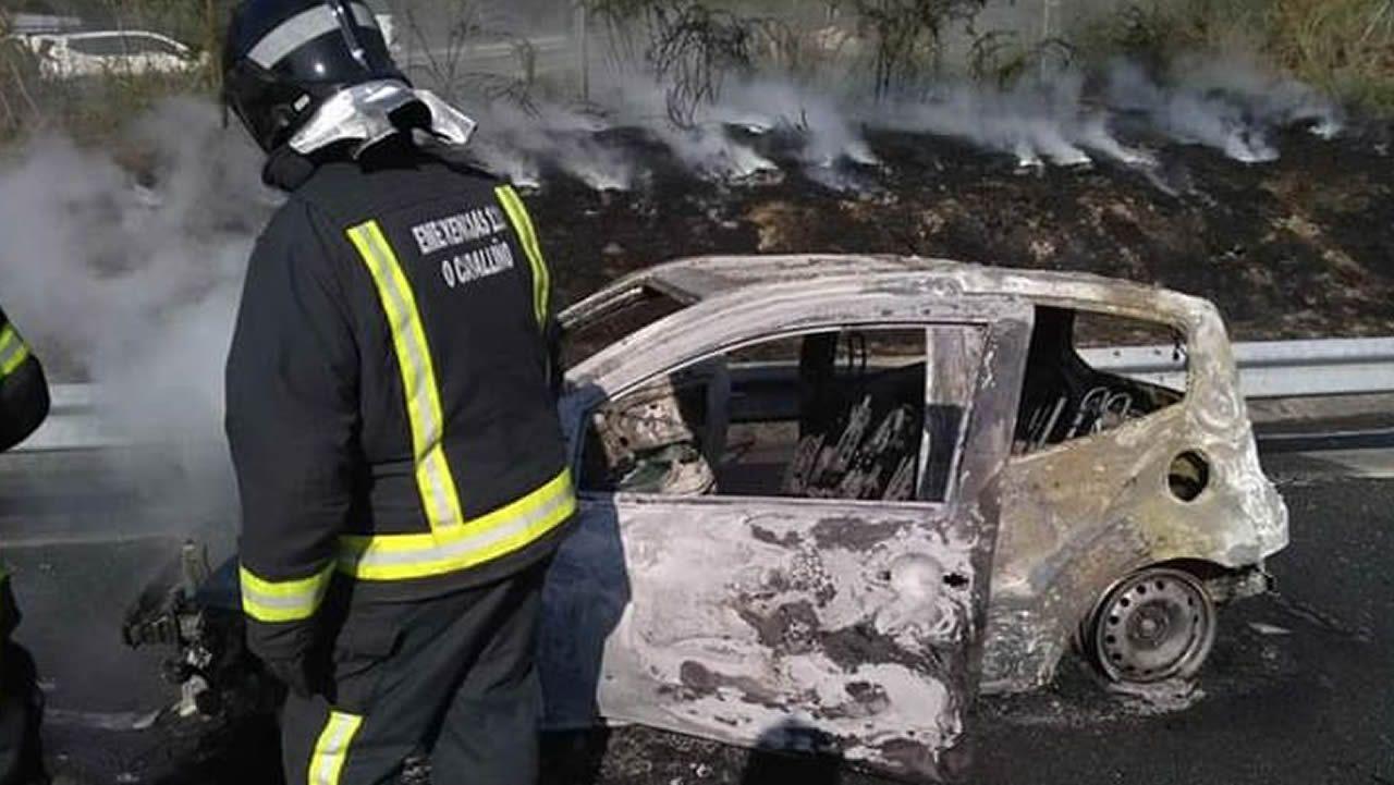 Incendio de un vehículo en la AG-54
