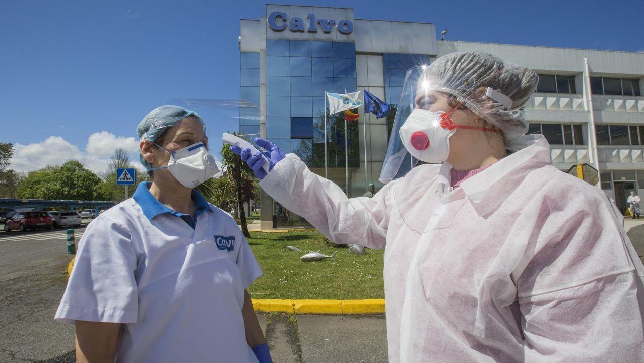 Medidas de control para detectar el coronavirus y desinfectar zonas de la Conservera Calvo en Carballo