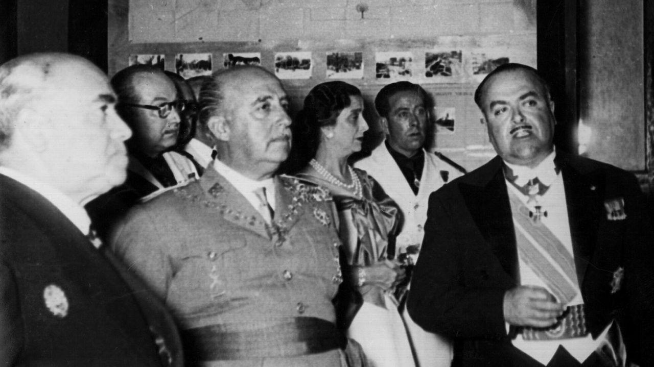 Franco charla en Meirás con el alcalde Alfonso Molina