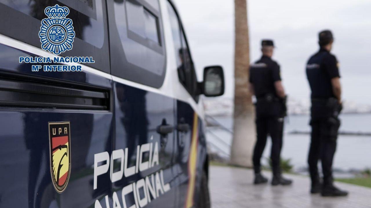 La Policía procede al desalojo de los okupas de un edificio de la Falperra.La Policía Nacional, de patrulla