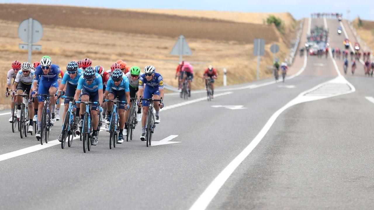 Alberto Contador se impone en el Angliru, en la Vuelta a España.Alberto Contador se impone en el Angliru, en la Vuelta a España