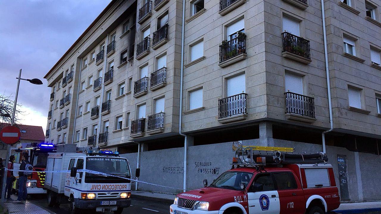 Evacuadas al hospitalnueve personas debido a un incendio en un edificio en Cambados