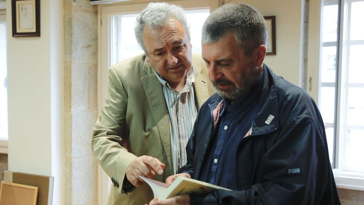 O escritor Antonio Tizón, con Manuel Bragado, quen foi o seu editor no selo Xerais