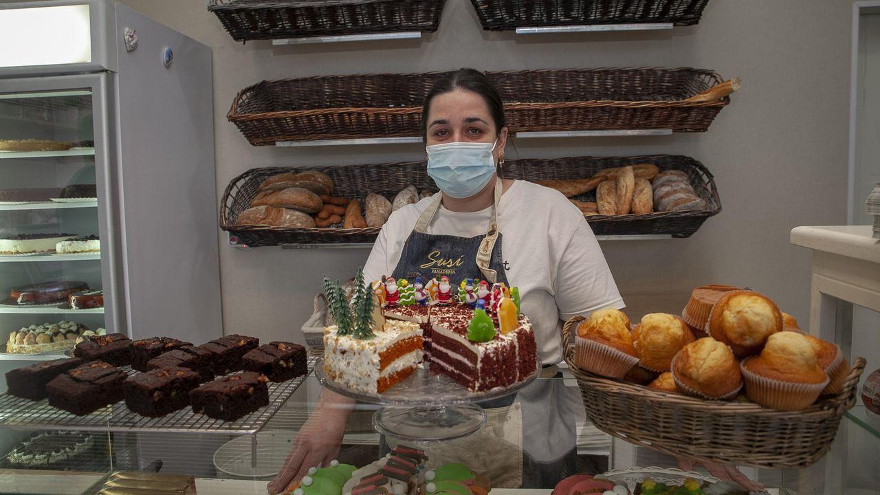¡Mira el recorrido que hicieron los Reyes Magospor los municipios de Barbanza, Muros y Noia!.Noelia Castaño regenta la panadería Susi en la calle peatonal de Boiro, y desde el cierre del municipio apenas tiene clientes por las tardes