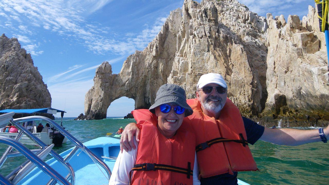 Laura Cañal y María Rodríguez, en un alto de su recorrido por Japón