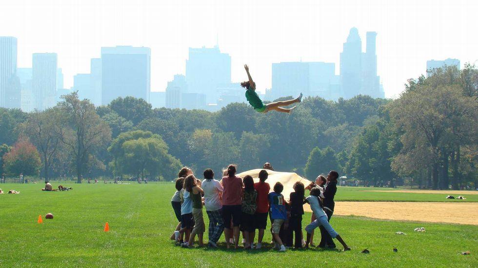 Nenos xogando no Central Park de Nova York, un inmenso xardín creado en 1873, o corazón verde do barrio de Manhattan