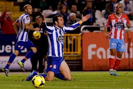 Preparativos para el soldado del «Adelaide».Carlos Marchena protesta una jugada durante el partido del pasado sábado frente al Lugo.