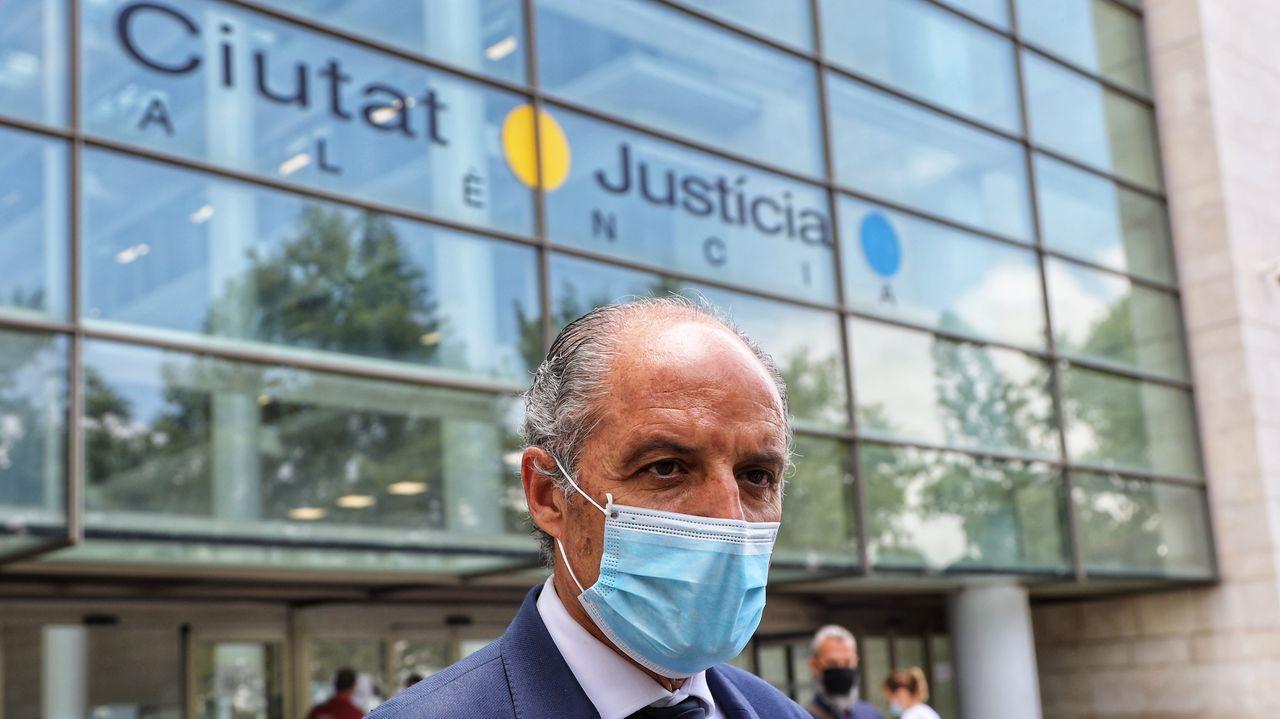 Camps sale de la Ciudad de la Justicia de Valencia tras comparecer como testigo en el juicio contra la trama Gürtel