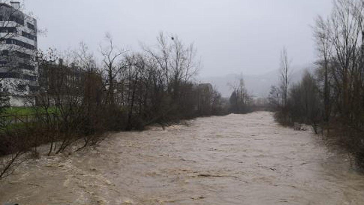 Crecida del río Villoria, en Laviana