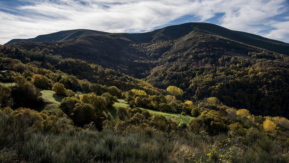 Una vista de los montes conocidos como Alto da Pedra y Alto do Largo