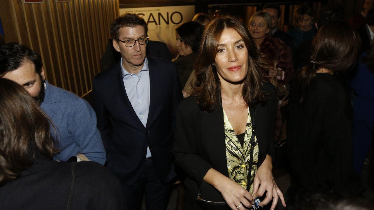 La exconsejera y número dos de JxCat por Barcelona a las generales, Laura Borrás, en un acto de campaña junto al presidente de la Generalitat, Quim Torra, y la esposa de este, Carola Miró