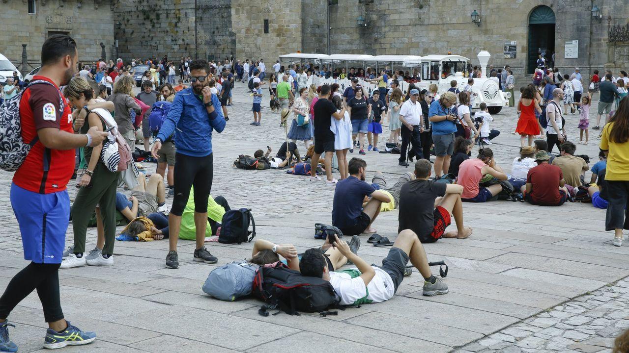 Turistas en la plaza del Obradoiro (Santiago) el pasado verano
