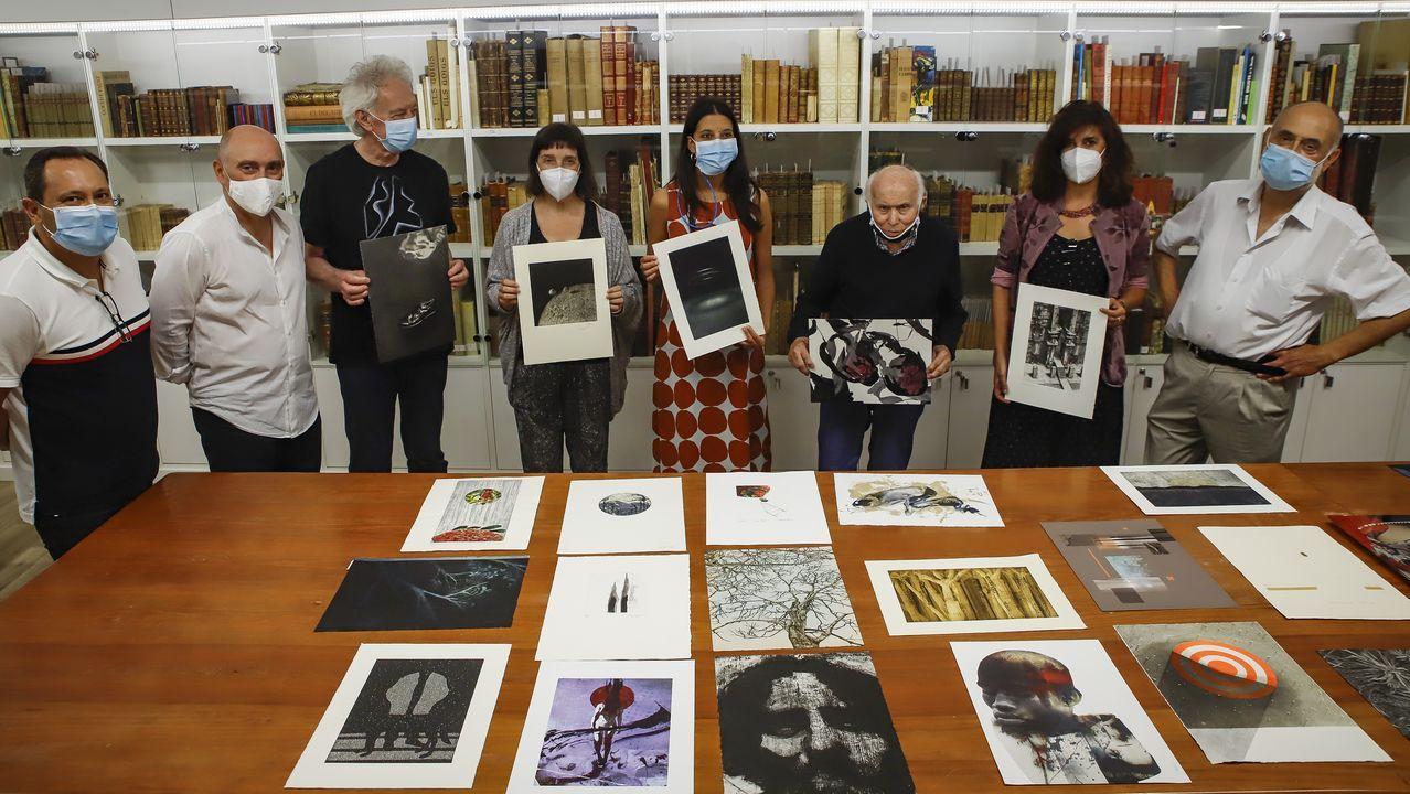 ¡Mira las imágenes de la exposición Olladas na Rúa en A Pobra!.O cadro de «Tremor da consciencia. Fukushima», símbolo da transformación humana