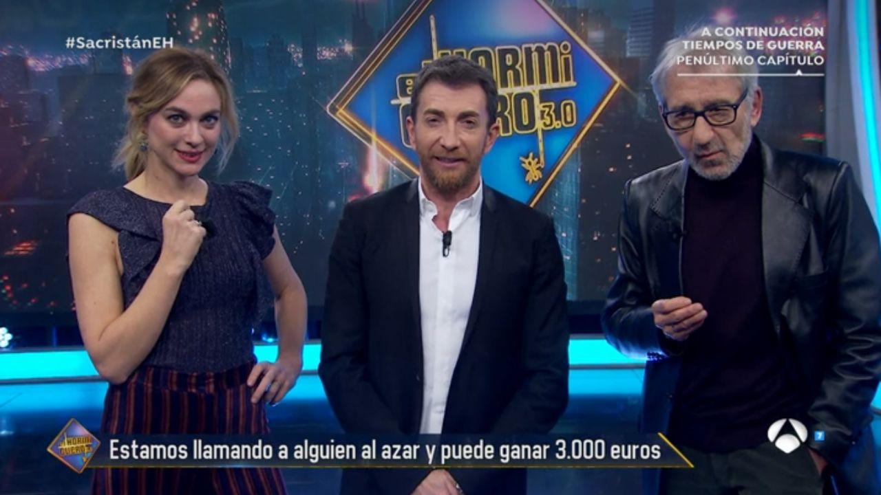 El susto de Pilar Rubio a Pablo Motos.Imagen del programa  El Hormiguero 3.0  con José Sacristán