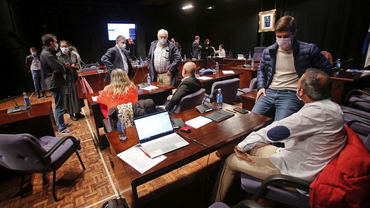 El pleno municipal de Pontevedra estuvo suspendido durante una hora por fallos en la señal para retransmitirlo por Internet