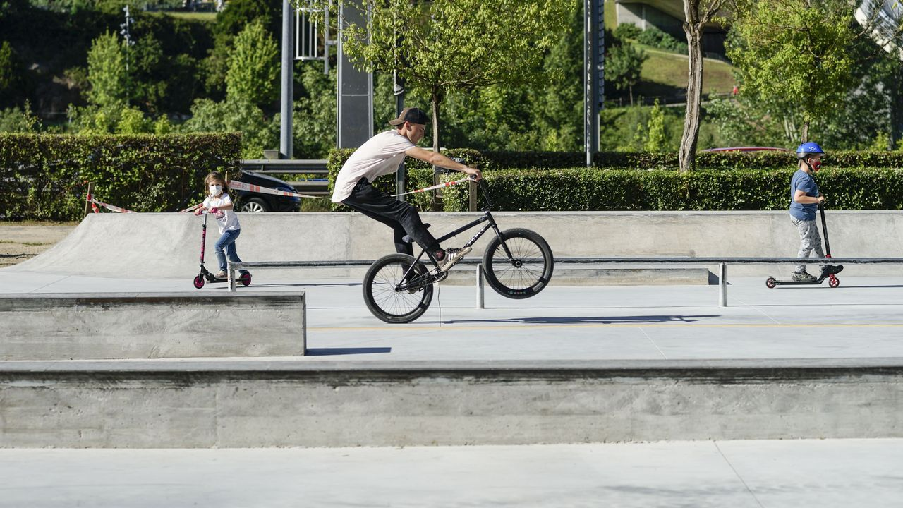 Así funciona el skate-park de O Couto.La ciudad de Barcelona, durante el pasado fin de semana