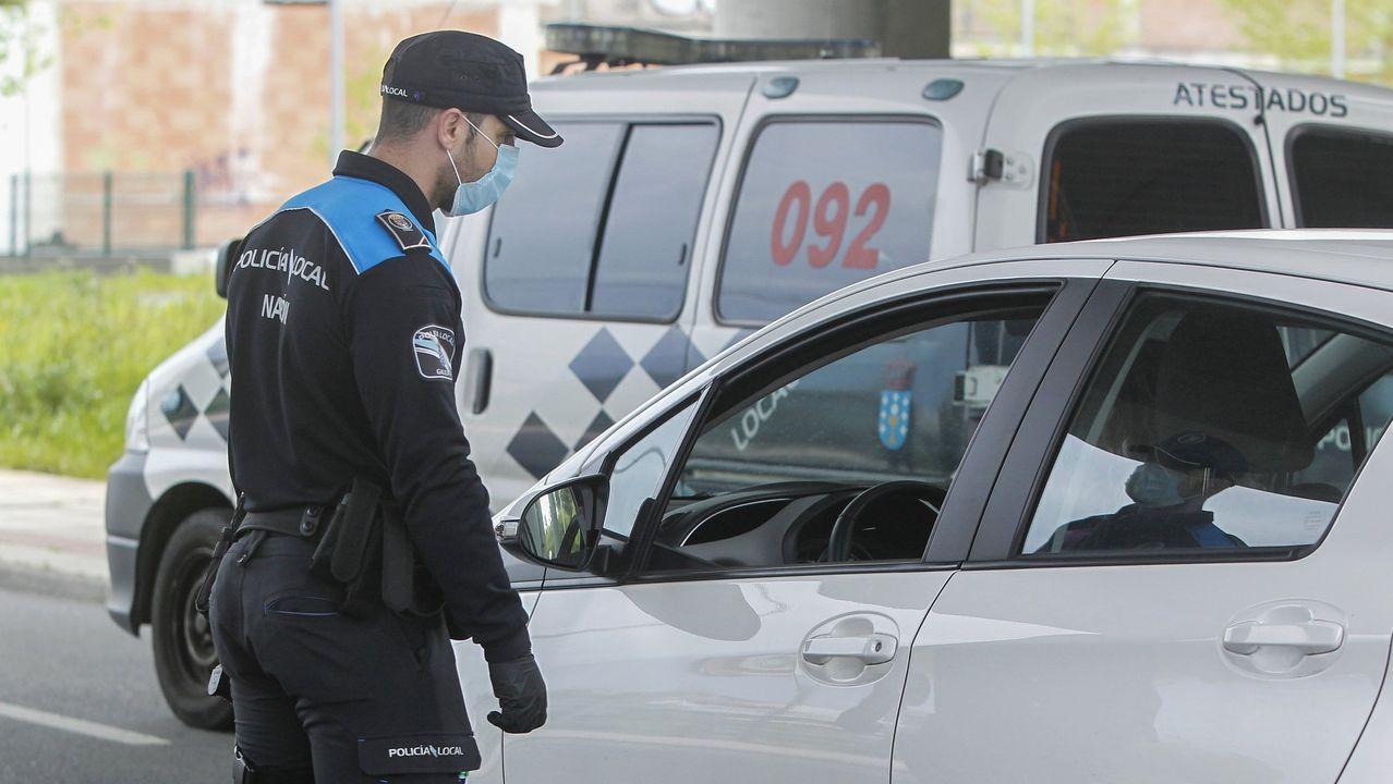 Controles de la Policía Local de Narón en Freixeiro, durante el período de confinamiento
