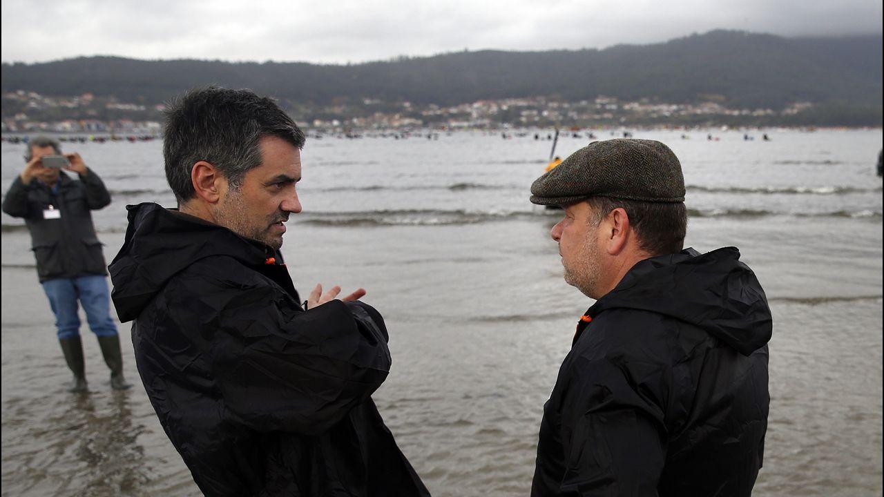 Alberto Chicote visita los bancos marisqueros de Testal en Noia