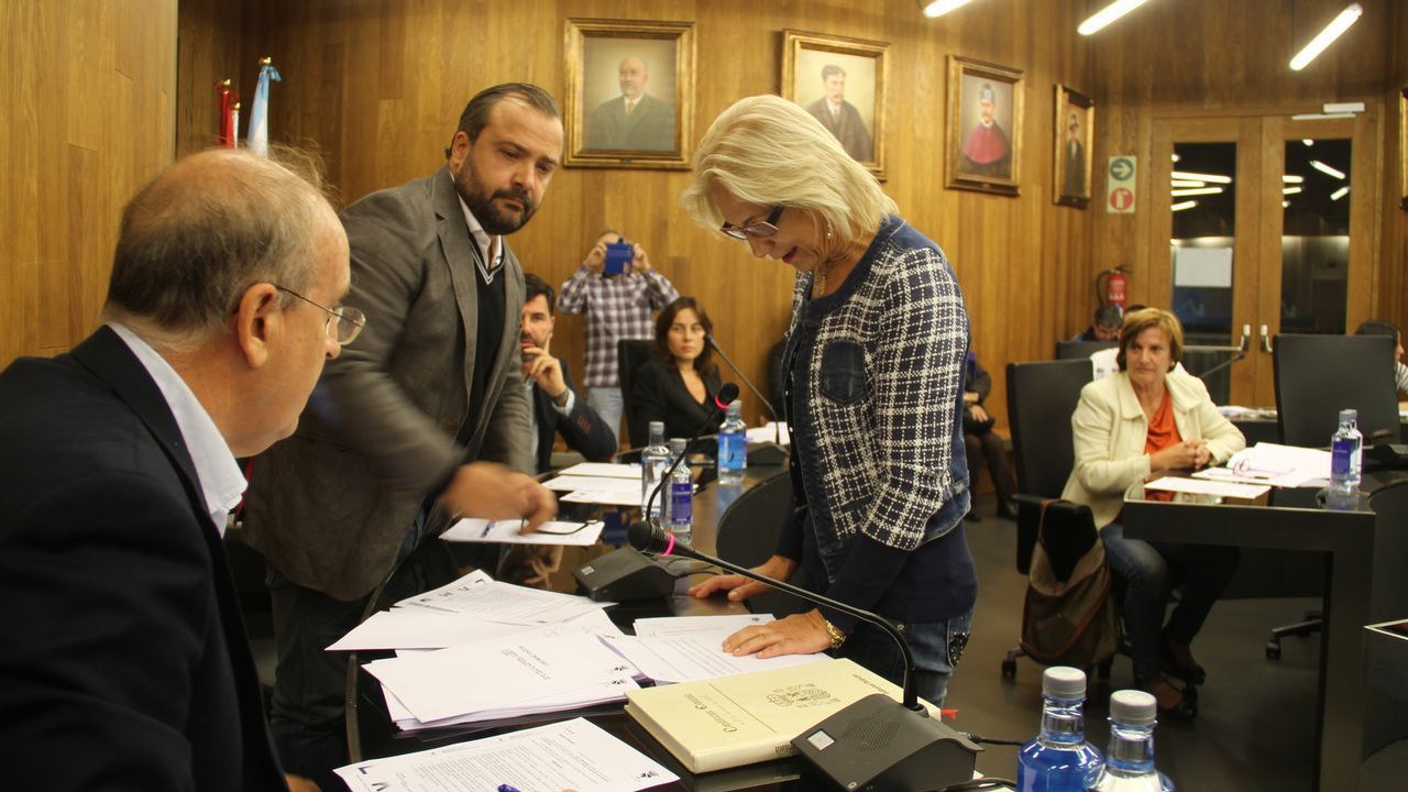 ¡Búscate en la comida del PP de Ribeira!.Los estragos causados por el fuego en Cervantes