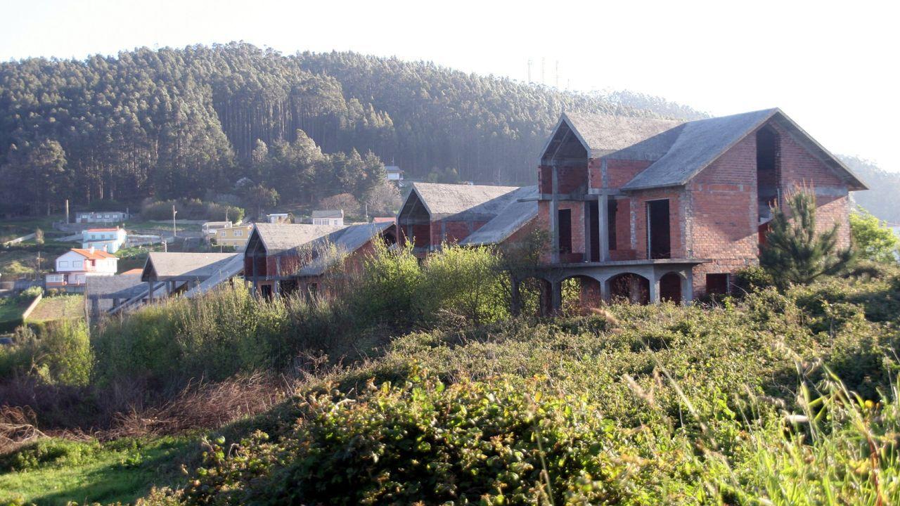 Grupo de chalés abandonados en O Baleo, en Pantín