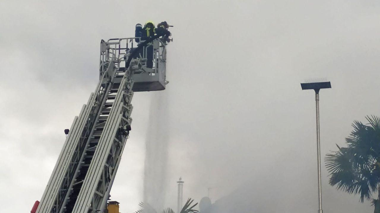 Así fueron las labores de extinción en el incendio de una casa abandonada de Pontevedra.Unidad de ciberdelitos de la Guardia Civil en Pontevedra