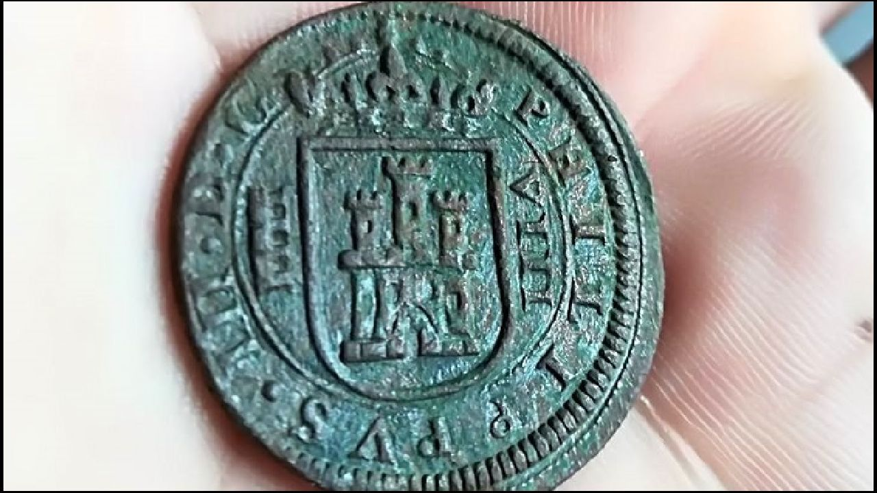 Las fotos de la cuartaAndaina de estudiantes en el Camino de Invierno.Una moneda de ocho maravedís hallada en el yacimiento de Cereixa. Fue acuñada en 1618, bajo el reinado de Felipe III. A la izquierda del escudo de Castilla está representado el acueducto de Segovia, lo que indica el origen de la pieza